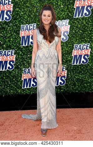 LOS ANGELES - JUN 04: Hilary Roberts arrives for the 2021 Race to Erase MS Drive-In on June 04, 2021 in Pasadena, CA