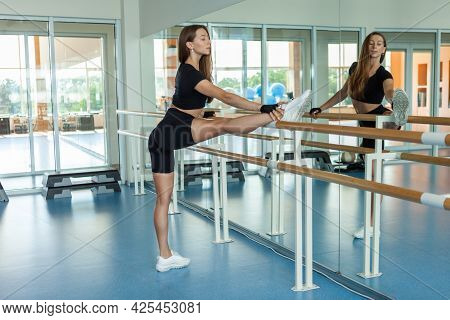 Young Fit Woman Practicing Aerobics In Aerobics Fitness Class