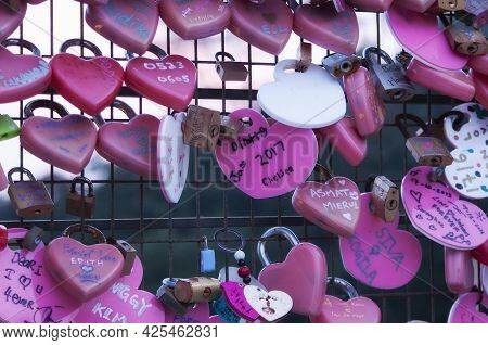 Penang, Malaysia. August 20, 2017.  Pink And Red Heart Lockets And Messages Of Love Attached To A Fe