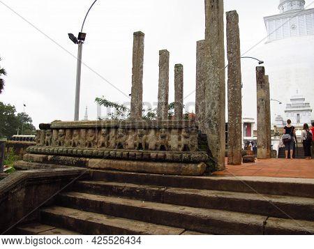 Anuradhapura, Sri Lanka - 05 Jan 2011: Mirisaveti Stupa, The Temple In Anuradhapura, Sri Lanka