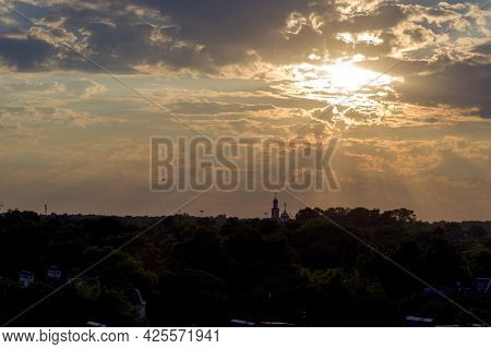Sunset, Sunrise With Clouds, Light Rays And Other Atmospheric Effect. Enjoy The Beautiful View Of Th