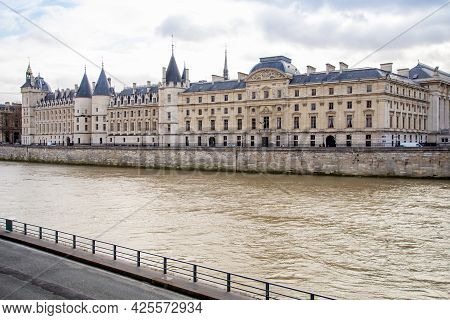 View On La Conciergerie Palace From Seine River Embankment