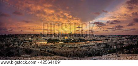 Jerusalem Old City Of Israel. Western Wall And Temple Mount In Jerusalem, Israel.