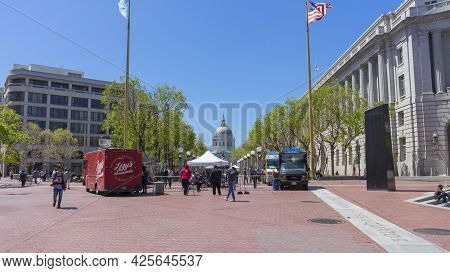 San Francisco,ca,usa - April 20, 2018 : The Beautiful Architecture Of Civic Center And Un Plaza With