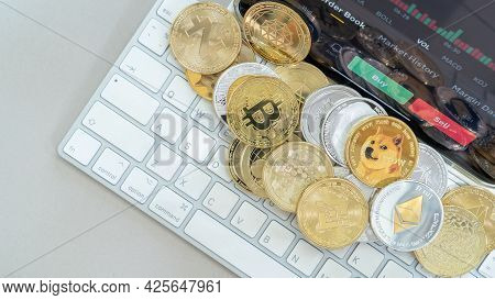 Cryptocurrency On Binance Trading App, Bitcoin Btc With Bnb, Ethereum, Dogecoin, Cardano, Litcoin, A