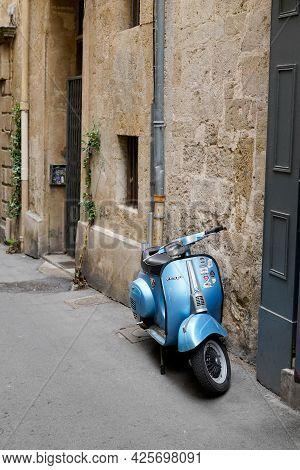 Sète , Ocitanie France  - 06 30 2021 : Vespa Classic Gt Vintage Retro Scooter Stands Parked In City
