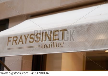 Toulouse , Ocitanie France  - 06 25 2021 : Frayssinet Joaillier Logo Brand And Text Sign Front Of Bo