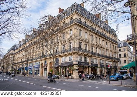 2019, December, 22, Paris, France - View Of Parisian Street And Building With Glowing Shop Windows O