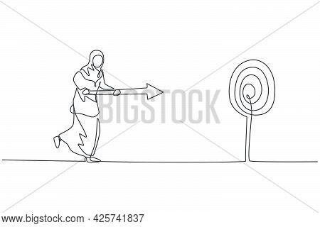 Single One Line Drawing Young Arabian Businesswoman Running To Hit Target Using Arrow Spear. Busines