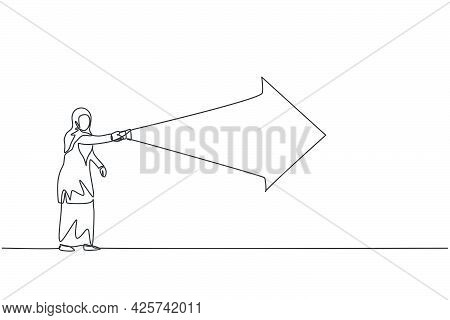 Single One Line Drawing Young Arabian Businesswoman Light The Way With Forward Arrow Using Flashligh