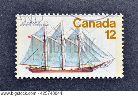Canada - Circa 1977 : Cancelled Postage Stamp Printed By Canada, That Shows Pinky Sailing Ship , Cir