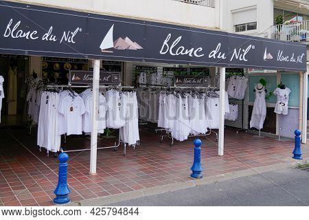 Montpellier , Ocitanie France  - 06 30 2021 : Blanc Du Nil Logo Brand And Text Sign Front Of Boutiqu