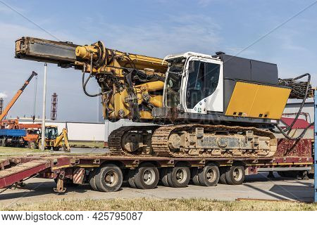 Loading Of A Drilling Rig For The Installation Of Bored Piles Onto A Trawl For Transportation To The
