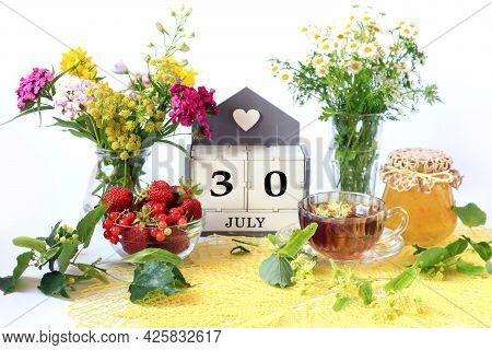 Calendar For July 30 : The Name Of The Month Of July In English, Cubes With The Number 30, Bouquets