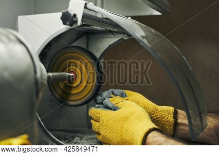 Abrasive Wheel Grinder Used For Polishing Silver Ring