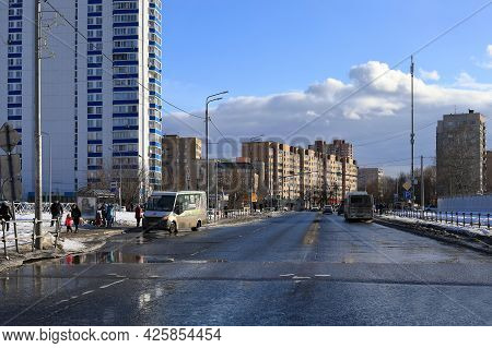 Balashikha, Russia - March 19, 2021. Spring In The City. View Of The Bus Stop In Front Of The High R
