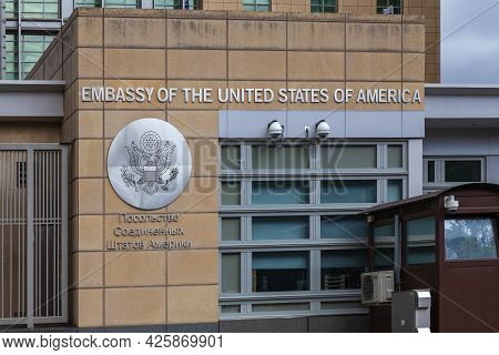 The Building Of The Us Embassy In Moscow. On The Wall Of The Building There Is An Inscription In Rus