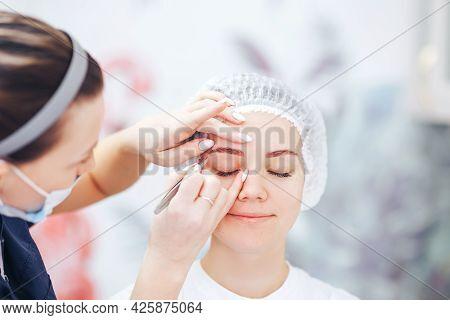 Cosmetolog Beauty Master Preparing Eyebrows Before The Permanent Makeup Procedure