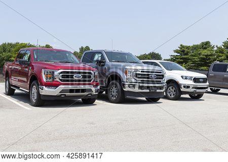 Kokomo - Circa July 2021: Ford F-150, F-250 And All New Ranger On Display At A Dealership. Ford F-se