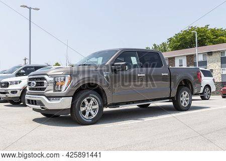 Kokomo - Circa July 2021: Ford F150 Display At A Dealership. The Ford F-150 Is Available In Xl, Xlt,