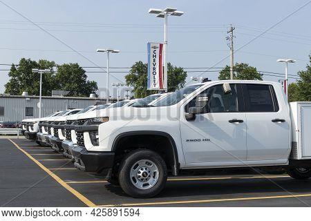 Cincinnati - Circa July 2021: Chevrolet Silverado 2500hd Display At A Dealership. The Chevy Silverad