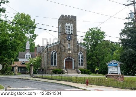 Wappingers Falls, Ny - Usa - July 1, 2021: Horizontal View Of The Zion Episcopal Church, Built In A