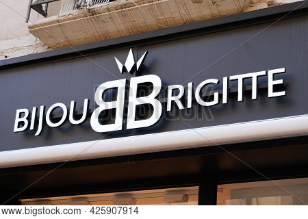 Toulouse , Ocitanie France  - 06 30 2021 : Bijou Brigitte And Bb Logo Brand And Text Sign Front Of B