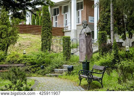 Sovata,  Mures, Romania - May 29, 2021:  Statue Of Nicolae Balcescu, Romanian Revolutionary, în Sova