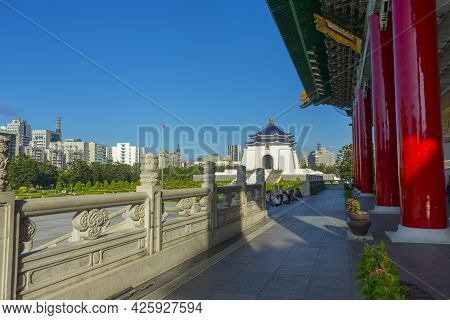 Taipei, Taiwan - Aug 6,2018 : Tourist Relaxing On The Step At Chiang Kai-shek Memorial Hall On Augus