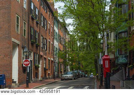 Boston - May 16, 2018: Historic Buildings At 63 Pinckney Street At Anderson Street On Beacon Hill, B