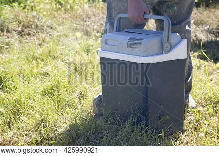 Portable Portable Refrigerator For The Car.preservation Of Products In Hot Weather