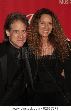 LOS ANGELES - FEB 6:  Richard Lewis at the MusiCares 2015 Person Of The Year Gala at a Los Angeles Convention Center on February 6, 2015 in Los Angeles, CA
