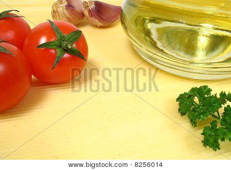 Spaghetti, tomatos and olive oil