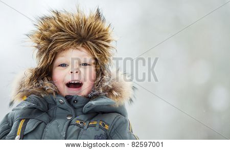 Closeup portrait of happy child in winter hat