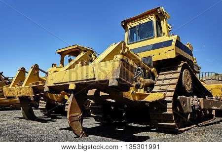 Heavy equipment bulldozer ripper for construction and highway