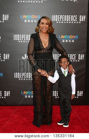 LOS ANGELES - JUN 20:  Vivica A. Fox, godson Christian Kelley at the Independence Day: Resurgence LA Premiere at the TCL Chinese Theater IMAX on June 20, 2016 in Los Angeles, CA