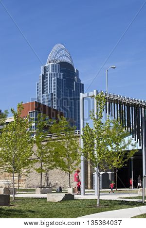 Smale Riverfront Park in Cincinnati, Ohio is full of beautiful gardens, playgrounds, fountains, and event stages.  Located along the Ohio river, it is a popular destination in Cincinnati.