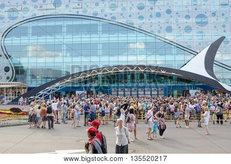 Moscow, Russia - August 10, 2015: A Crowd Of People At The Main Entrance Into The Opened Center For
