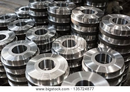 Rollers rollers bushings - billet obtained on a lathe from steel and cast iron. Many of the same parts stacked in the shop machine factory. Expect further processing.