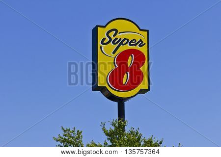 Indianapolis - June 2016: Super 8 Motel. Super 8 is a Subsidiary of Wyndham Worldwide I