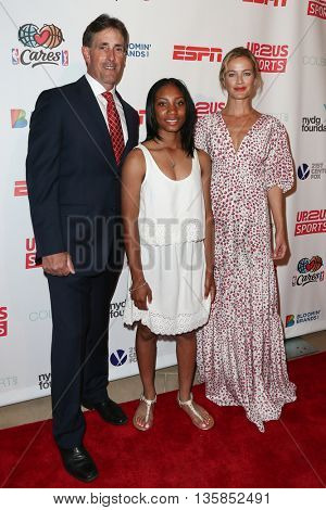 NEW YORK, NY-JUNE 3: (L-R) Anderson Monarchs coach Steve Bandura, pitcher Mo'ne Davis (L) and model Carolyn Murphy attend the 2015 Up2Us Sports Gala at IAC Building on June 3, 2015 in New York City.