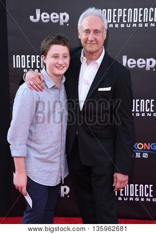 LOS ANGELES - JUN 20:  Brent Spiner & Jackson Spiner arrives to the
