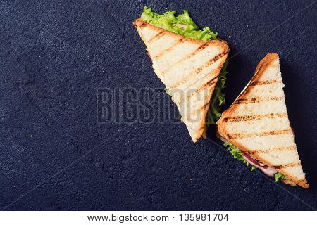 Freshly made clubsandwiches served on a stone chopping board