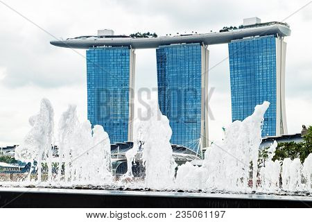 Singapore, Singapore - January 16, 2018: Marina Bay Sands Resort Hotel Is Seen Through Splashes Of F
