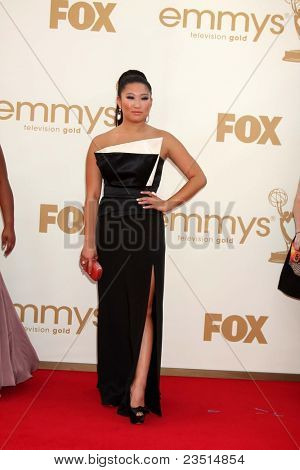LOS ANGELES - SEP 18:  Jenna Ushkowitz arriving at the 63rd Primetime Emmy Awards at Nokia Theater on September 18, 2011 in Los Angeles, CA