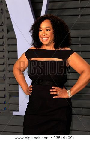 LOS ANGELES - MAR 4:  Shonda Rhimes at the 24th Vanity Fair Oscar After-Party at the Wallis Annenberg Center for the Performing Arts on March 4, 2018 in Beverly Hills, CA
