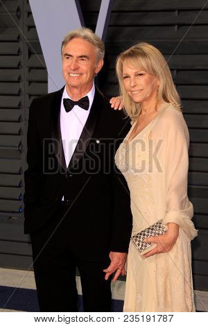 LOS ANGELES - MAR 4:  David Steinberg, Robyn Todd at the 24th Vanity Fair Oscar After-Party at the Wallis Annenberg Center for the Performing Arts on March 4, 2018 in Beverly Hills, CA
