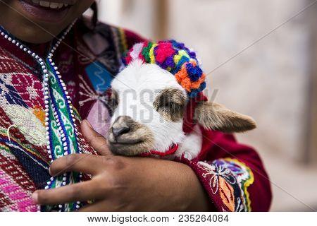 Cusco, Peru - December 31, 2017: Unidentified Girl On The Street Of Cusco, Peru. Almost 29% Of Cusco