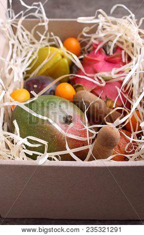 Box Of Exotic Fruits (mango, Passion Fruit, Carambola, Orange, Kumquat, Dragon Fruit)