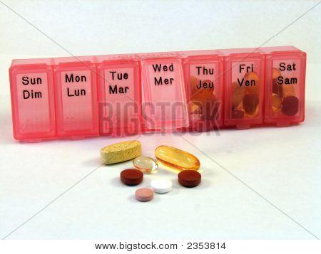 Pill Organizer Bilingual